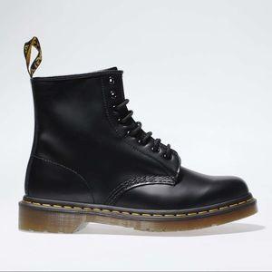 Dr. Marten  8 eye black boots